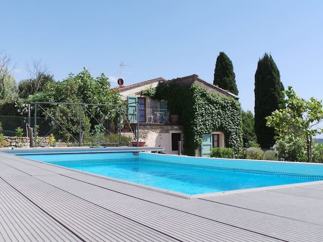 Lovely country house, pool, beautiful view,8 pers