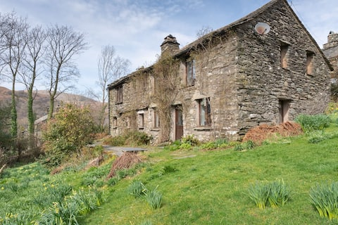 High Beckside -  Traditional Lakeland stone cottage with open fire, situated in Hartsop near Ullswater