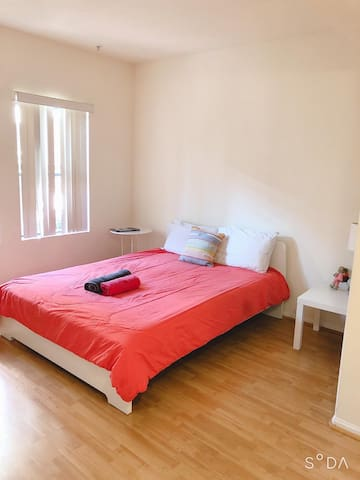BEAUTIFUL ROOM IN LOS ANGELES DOWNTOWN+FREE PARKG
