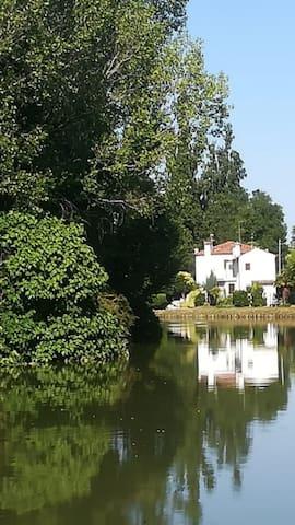 Casa con giardino lungo la riviera.....unica!