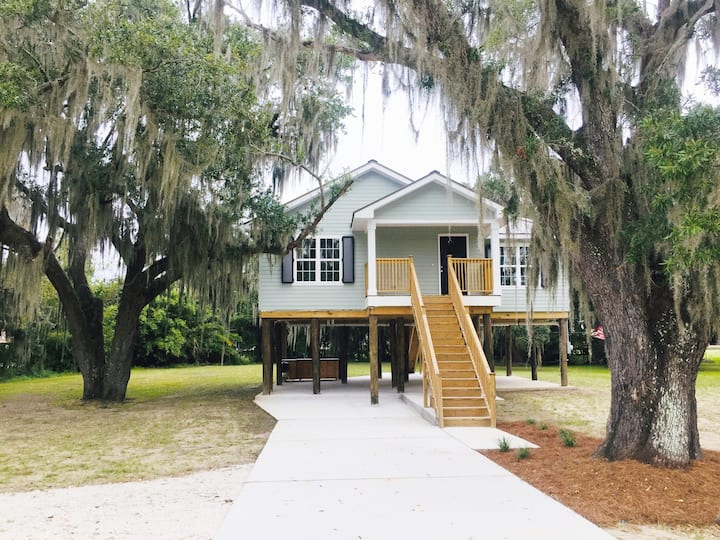 The Oak House in Historic Jean Lafitte