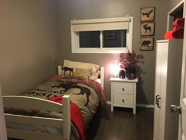 Second bedroom with twin sized bed