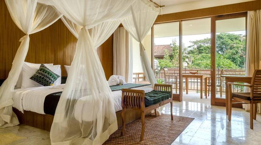 Suite room with pool near Yoga Barn