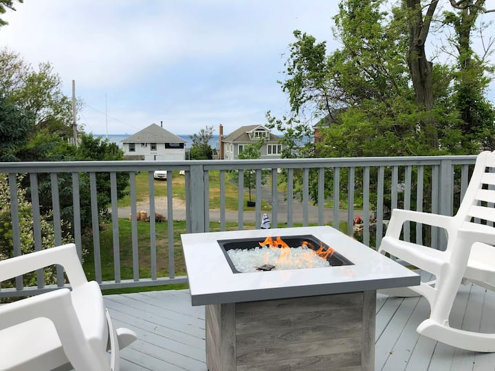 North Fork Beach House - Prime Location!