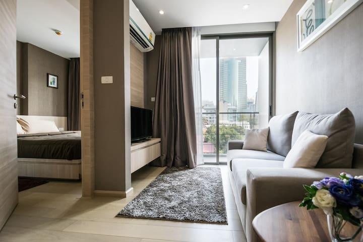 Brand New condo in CBD,Silom Sathon - Bangkok - Apartment