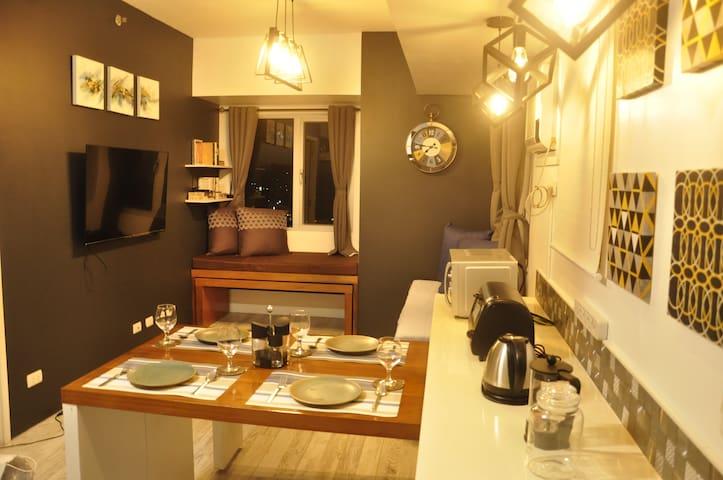 1 Bedroom Luxury Suite with Netflix unit 1601