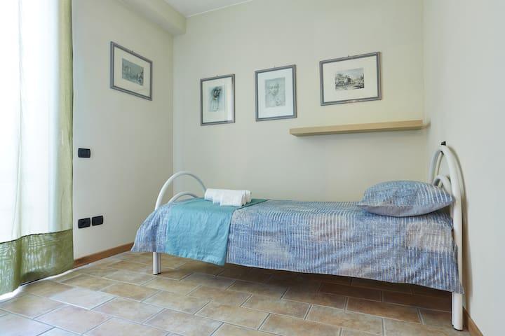 Camera da letto al Piano Terra con 2 lettI singoli