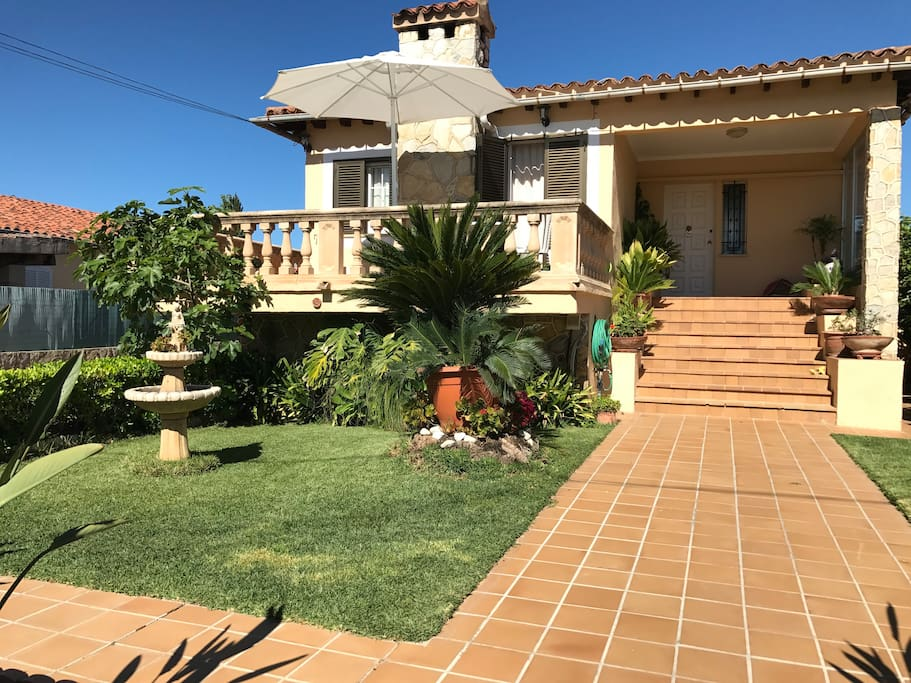 Chalet planta baja independiente piscina suites for Piscines illes