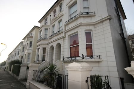 Charming One Bedroom Apartment in Central Hove - Hove