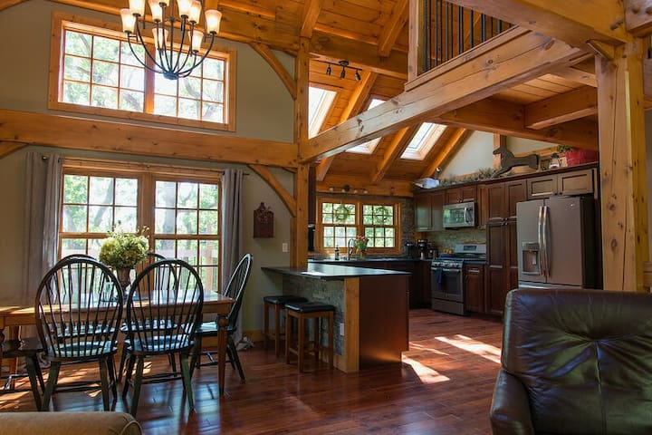 Persimmon Hollow - Custom Post & Beam Beauty on 40 Acres Game Room Hot Tub