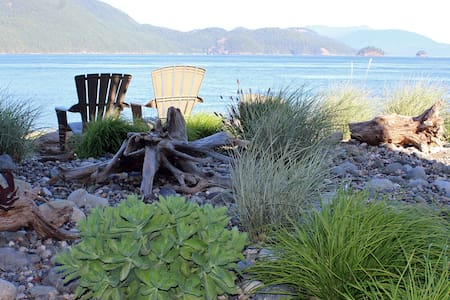 Waterfront Guesthouse on Guemes Island West Beach