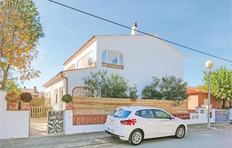 Semi-Detached with 3 bedrooms on 108 m² in Torroella de Montgrí