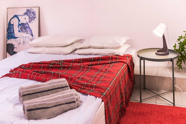 ☆Mom&Max Cozy room Red, 1min from Levinsky Market☆