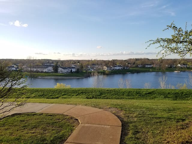 Hill Top Lake View Apartment - Northville - Daire