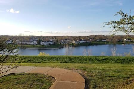 Hill Top Lake View Apartment - Northville - Lakás