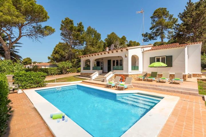 Villa y piscina a 100 mts de la playa Santo Tomás