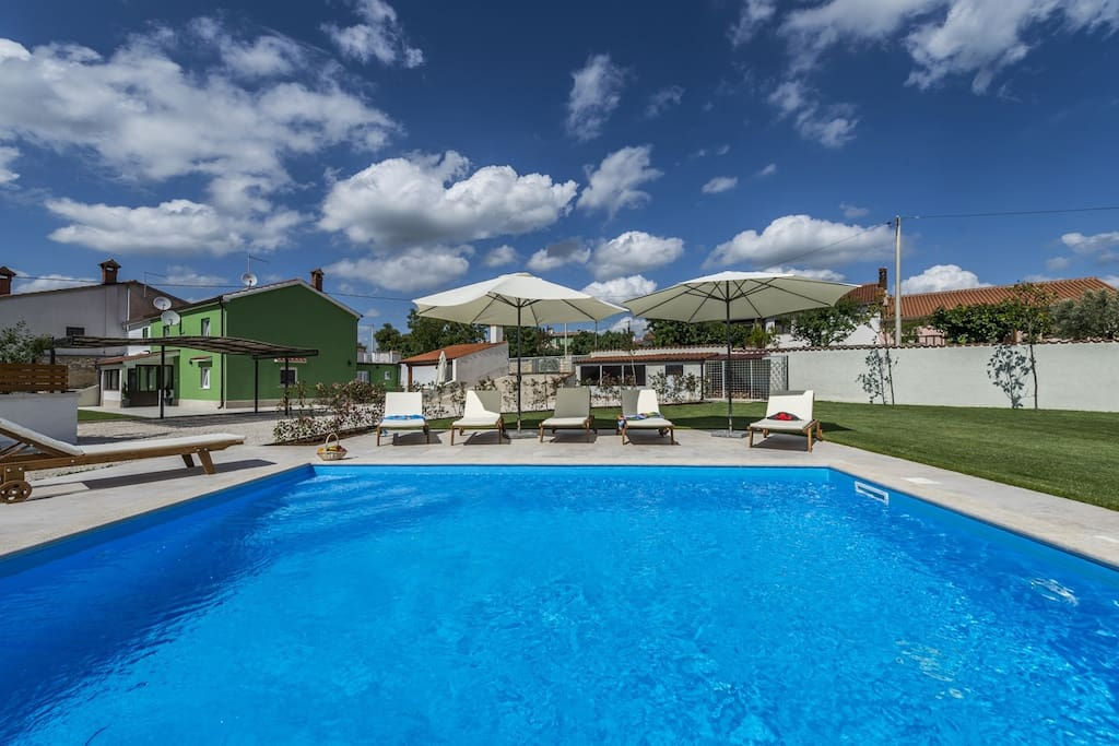 Holiday house Deal is a beautiful and modern villa with pool in Istria.
