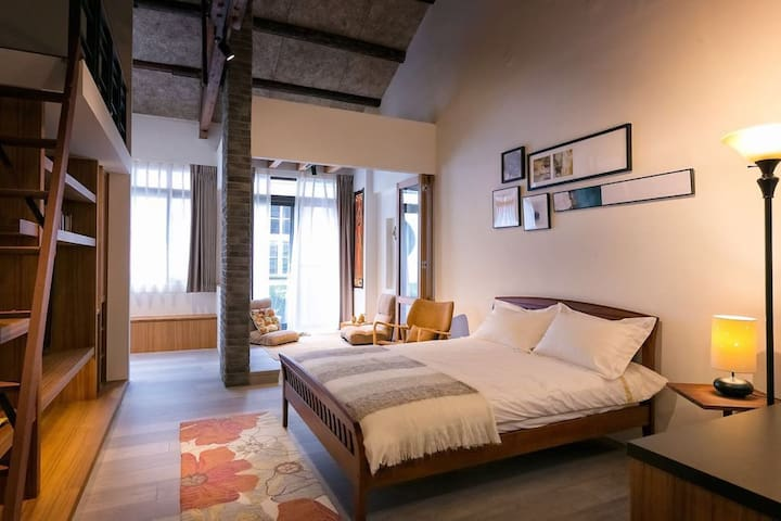 傳家Boutique loft in historic home ❤️LOFT挑高精緻/ 2-4位。