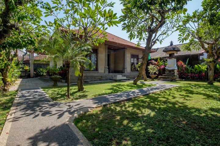Entire 2 bedroom @ Villa Cantik in Sanur Bali**