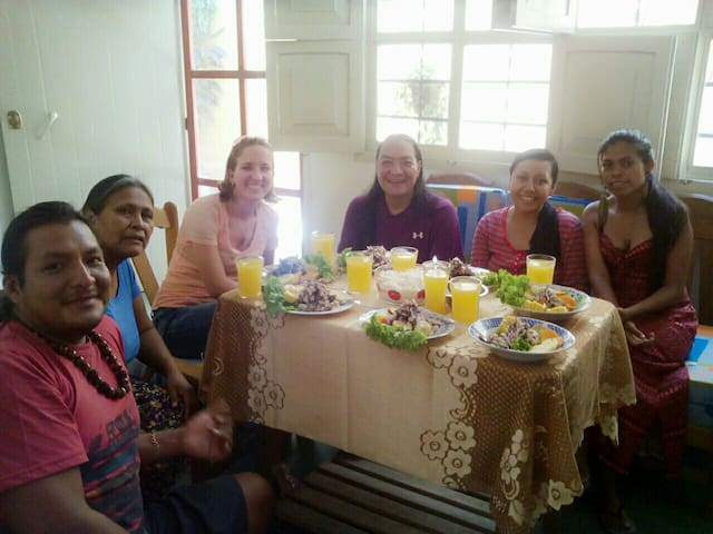 here with some friends from diferents countries enjoy the delicious :)