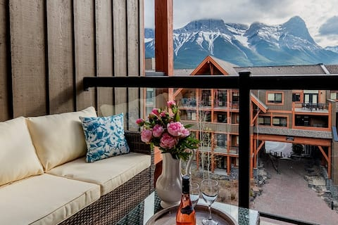 Spacious Luxury Penthouse, Stunning Mountain Views