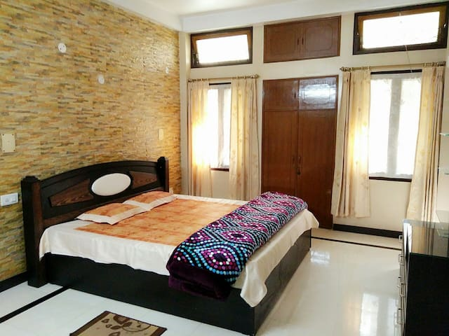 Beautiful Room @ Rhan's Bungalow - Wireless area. Guwahati - Dům