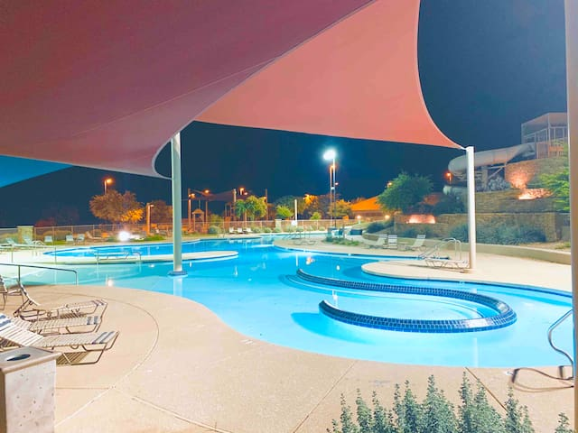 Quiet BR W/ Private full BTHRM; Resort style pool