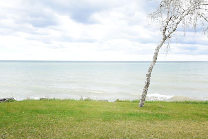 Beach House right on Lake Michigan!