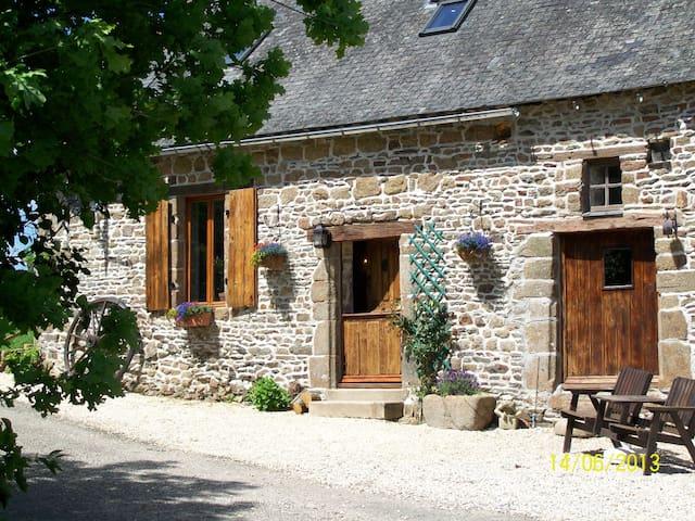 Dougebert Farmhouse - Sainte-Marie-du-Bois - Casa