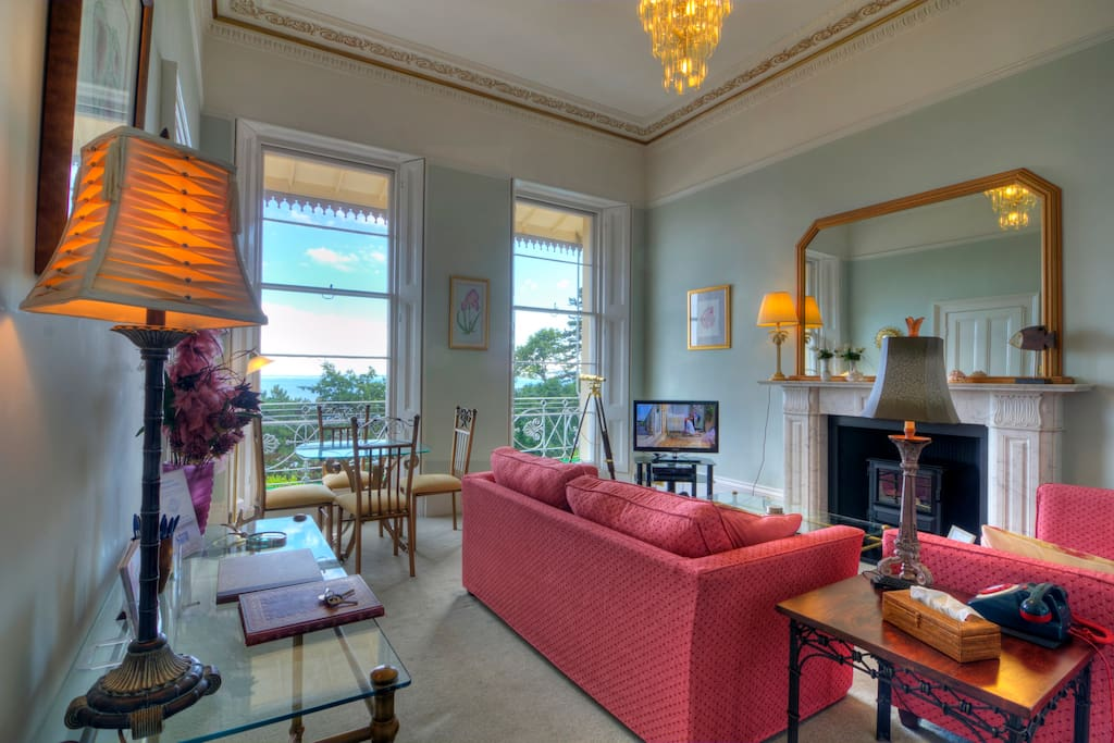 This 1st floor apartment has a wow factor, the moment you walk in!