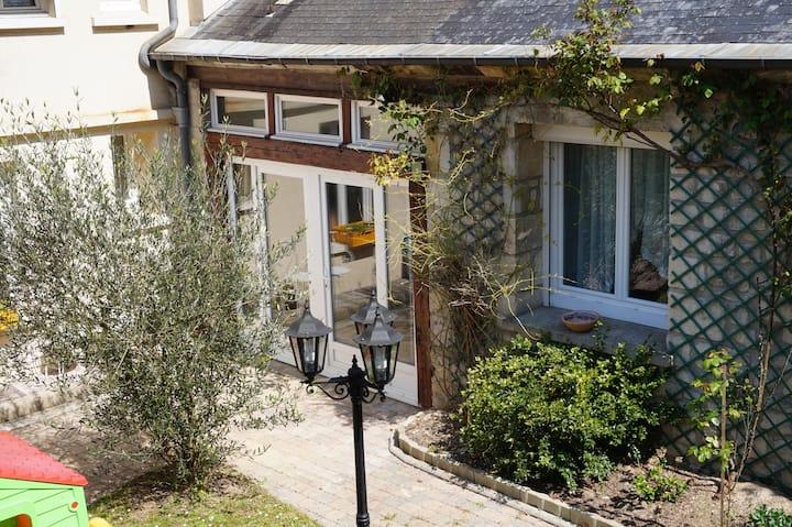 Chambre en mezzanine avec terrasse vue sur jardin