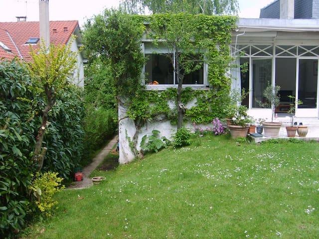 Maison de 7 pièces près de PARIS    - Louveciennes - Casa