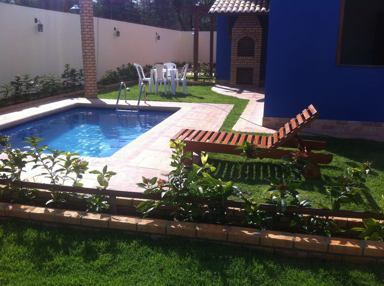 Casa Praia dos Anjos, piscina e churrasqueira individual.