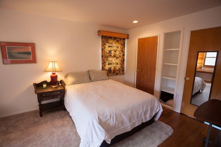 Sunny Room Near Boulder Foothills
