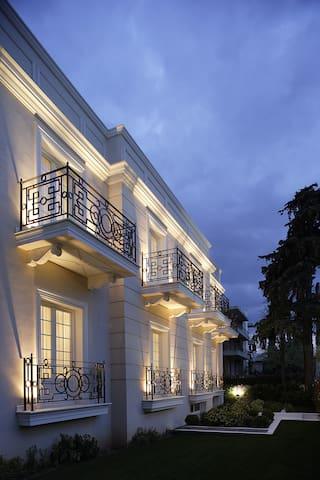 Luxury Serviced Suites in Kifissia - Vorios Tomeas Athinon - ที่พักพร้อมอาหารเช้า