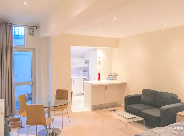Immaculate Large Luxury Studio Near Hyde Park