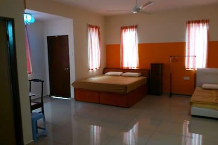 Family Master Room In Jitra - Ház
