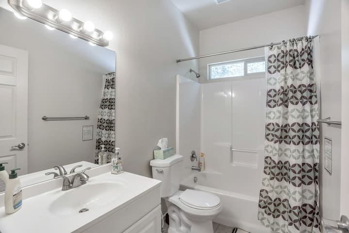 Comfortable NEW Room in Orem/Provo