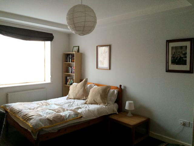 Dublin City South Central, spacious dbl en-suite - Rialto,