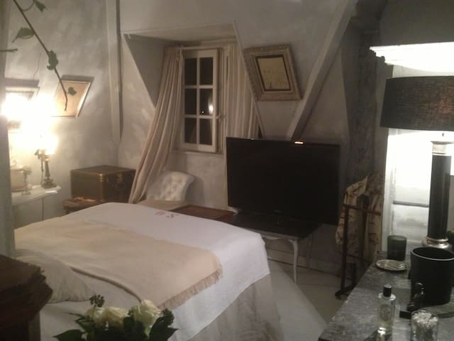 Chambre de ma tre vue mer deauville bed breakfasts for for Chambre basse france