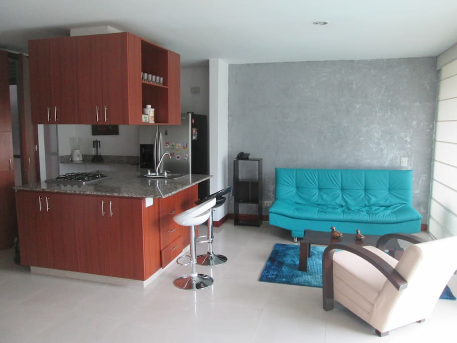 Estudio de lujo el poblado medellin appartamenti in for Sofa cama medellin