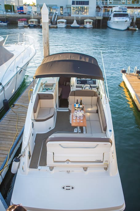 Luxury boat rentals cruise stay boats for rent in for Houseboats for rent in california