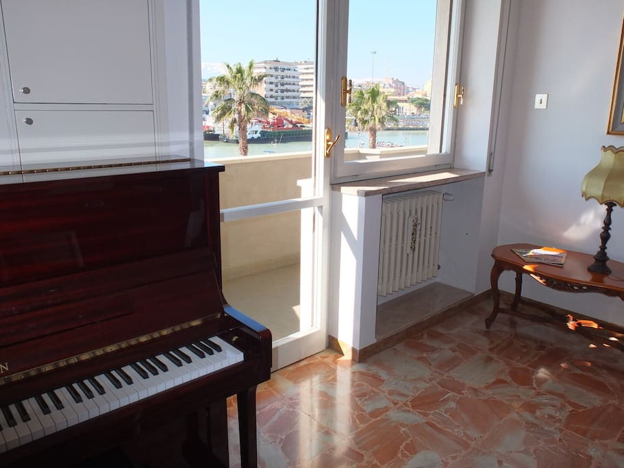 PIANOFORTE IN SALA DA PRANZO