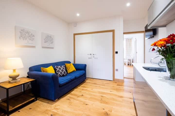 Three Tuns Apartments - Ash