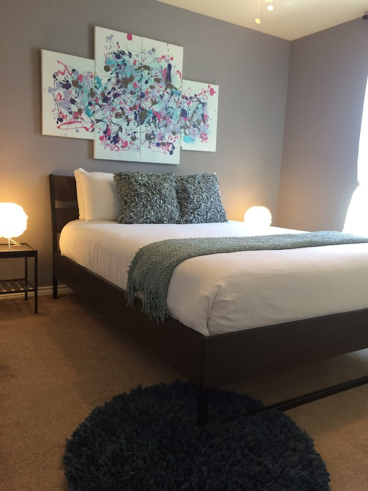 Beautiful private room close to all attractions