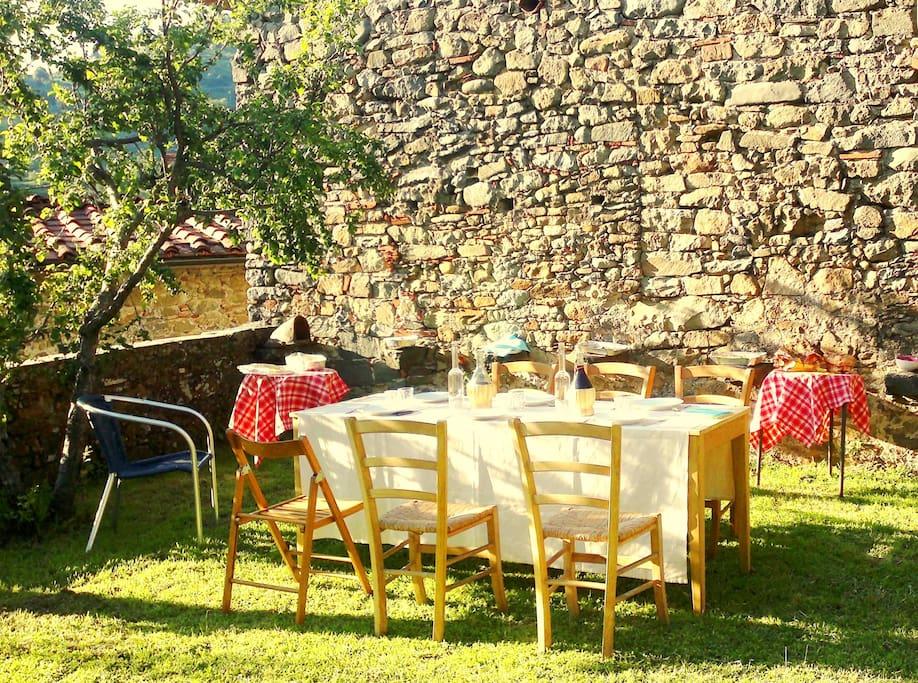 Dining outside /Pranzetto estivo