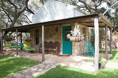 Casita ~ Hill Country Cottage - Bed & Breakfast