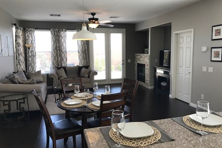 3BD Home:Patio/Grill:15min to Strip - Las Vegas - Hus