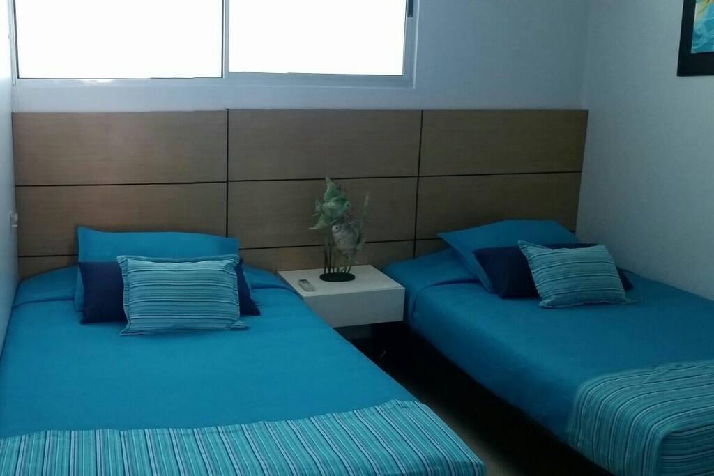 Alcoba #3 consta de dos camas semidobles de 120 baño privado