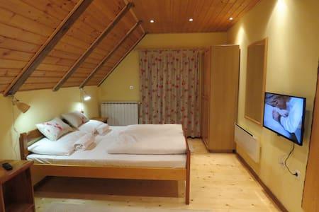 Stefanac room 1 - Otočac - Дом